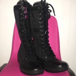 Black uggs winter boots